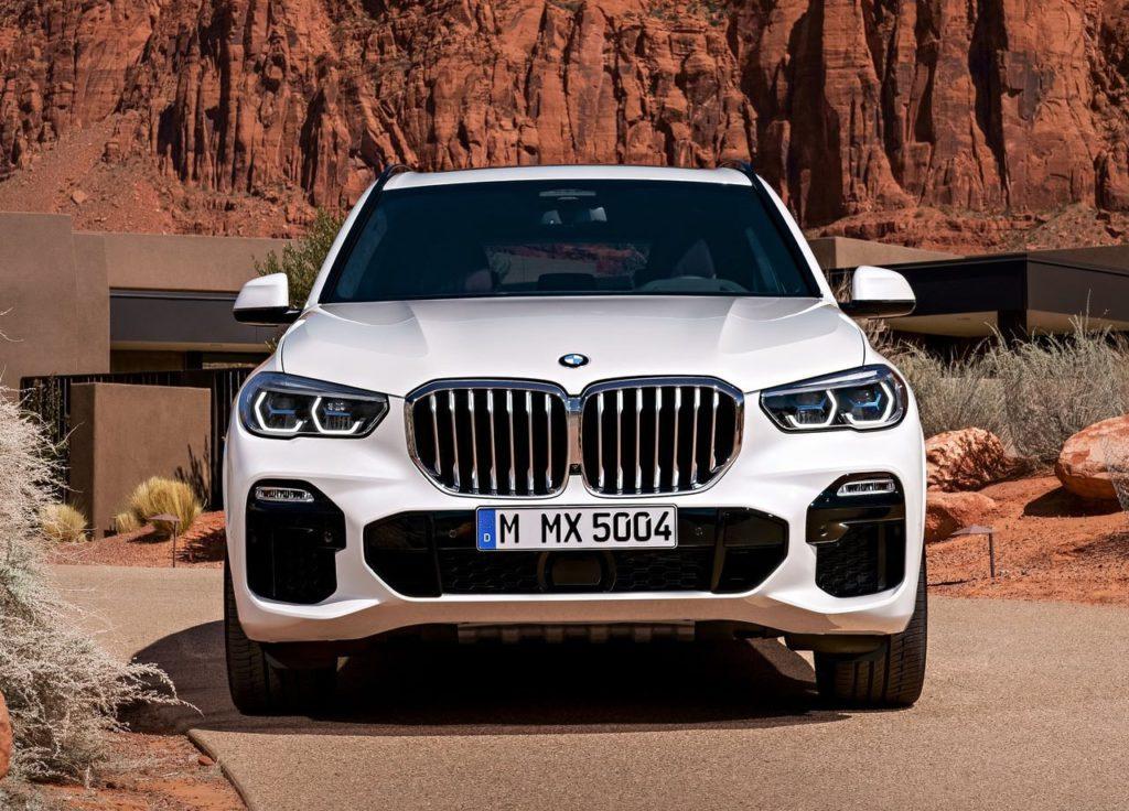 BMW X5 вид спереди