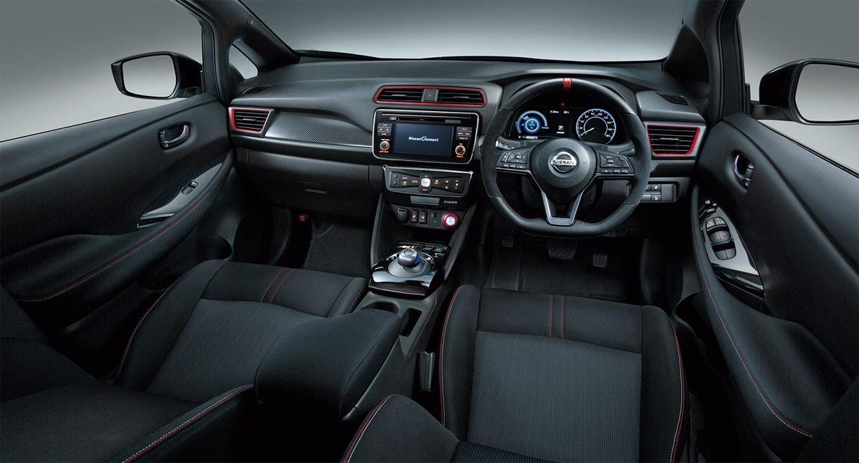 Nissan Nismo салон